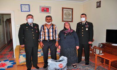 Şehidimizin Ailesi Mehmetçiklerimize 50 Çift Çorap Hediye Etti