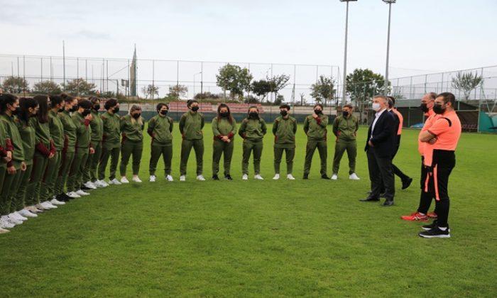 Ahmet Ağaoğlu'ndan kadın futbol takımımıza ziyaret