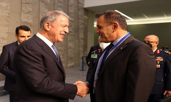 """Millî Savunma Bakanı Akar'dan """"Yunan Heyet"""" Daveti"""
